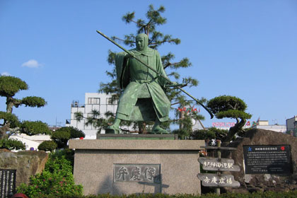 Benkei statue in front of station
