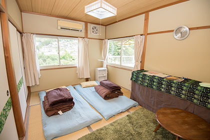 Sample guestroom in house (house guestroom)