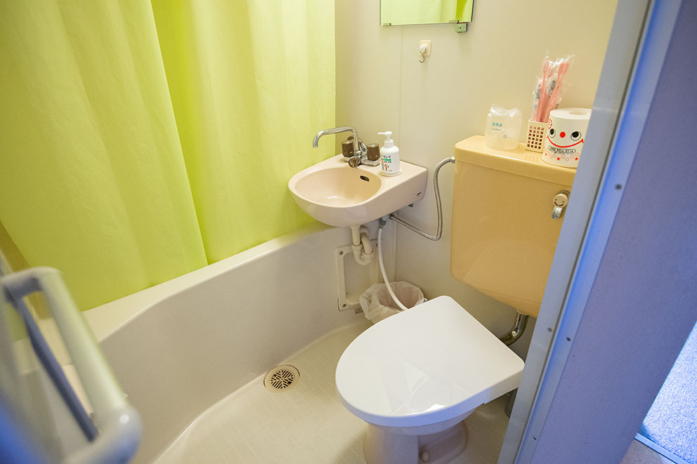 Ensuite toilet and bath in annex room