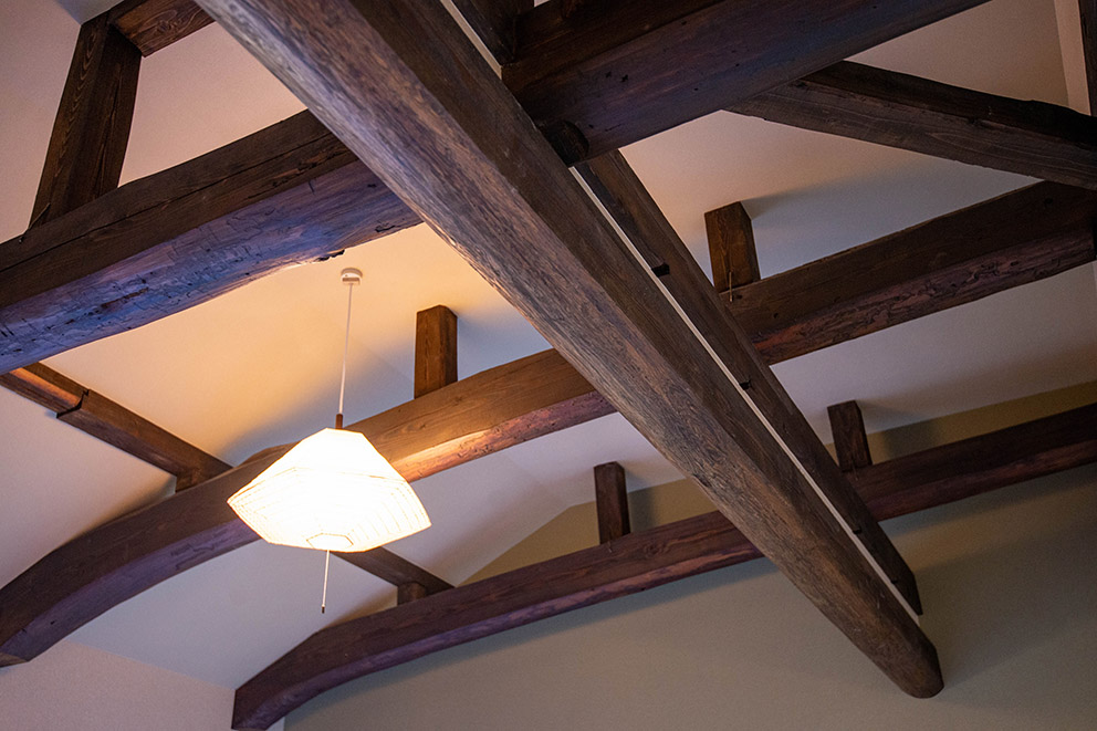Beams in ceiling of guestroom